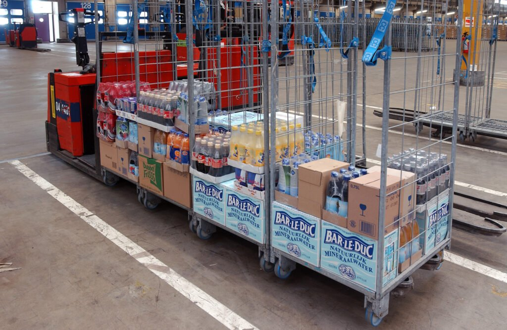 CC Rollcontainers loaded with beverages in distribution centre